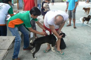Anti Rabies Vaccination for Dogs and Cats with Municipal Agriculture and Provincial Veterinarians in Barangay Baraca Camachile Subic,Mayor Jay Khonghun (4)