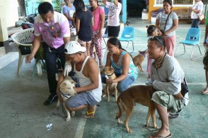 Anti Rabies Vaccination for Dogs and Cats with Municipal Agriculture and Provincial Veterinarians in Barangay Sto Thomas Subic,Mayor Jay Khonghun (2)
