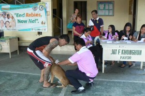 Anti Rabies Vaccination for Dogs and Cats with Municipal Agriculture and Provincial Veterinarians in Barangay Sto Thomas Subic,Mayor Jay Khonghun (5)