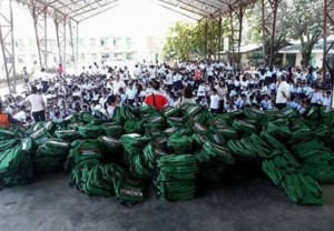 Distribution of Bags and School Kits Calapandayan Elementary School  (1)