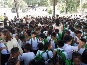 Distribution of Bags and School Kits Calapandayan Elementary School  (5)
