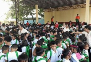Distribution of Bags and School Kits Calapandayan Elementary School  (6)
