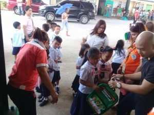 Distribution of Bags and School Kits in Ilwas and Aningway Elementary  (2)