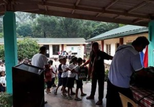 Distribution of Bags and School Kits in Kinabuksan Cawag and Mapanao Asinan Proper Elementary School (4)