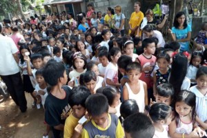 Distribution of Bags and School Kits in Kinabuksan Cawag and Mapanao Asinan Proper Elementary School (5)