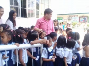 Distribution of Bags and School Kits in Matain Elementary School  (2)