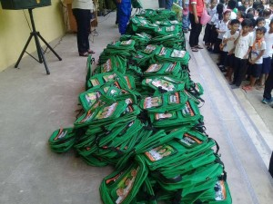 Distribution of Bags and School Kits in Naugsol and San Isidro Elementary  (7)