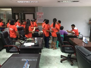 Distribution of Cash Gift Barangay Nutrition Scholars(BNS) and Municipal Health Workers of Subic (8)