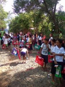 Distribution of School Kits in Nagyantok and Agusuhin Elementary School  (3)