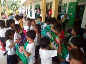 Distribution of School Kits in Nagyantok and Agusuhin Elementary School  (5)