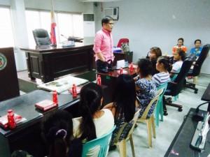 Kinausap ni Mayor Jay Khonghun Ang mga Kabataan na Nabuntis Sa Bawat Barangay ( kinse anyos pinaka batang edad ) (10)