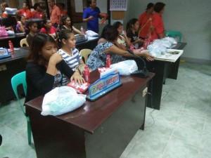 Kinausap ni Mayor Jay Khonghun Ang mga Kabataan na Nabuntis Sa Bawat Barangay ( kinse anyos pinaka batang edad ) (9)