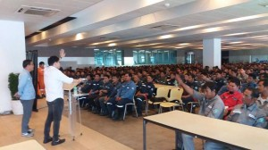 Mayor Jay Khonghun spoke to hundreds of Workers in Hanjin Ship Building Yard
