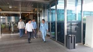 Mayor Jay Khonghun spoke to hundreds of Workers in Hanjin Ship Building Yard (2)