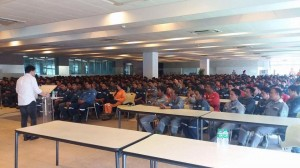 Mayor Jay Khonghun spoke to hundreds of Workers in Hanjin Ship Building Yard (3)