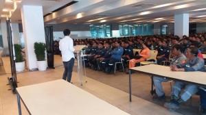 Mayor Jay Khonghun spoke to hundreds of Workers in Hanjin Ship Building Yard (4)