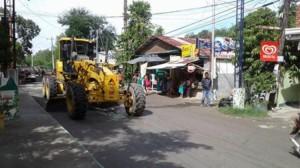 Pag sasaayos Ng Lubak Na kalsada Sa Barangay San Isidro Subic (1)