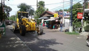 Pag sasaayos Ng Lubak Na kalsada Sa Barangay San Isidro Subic