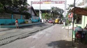Pag sasaayos Ng Lubak Na kalsada Sa Barangay San Isidro Subic (4)