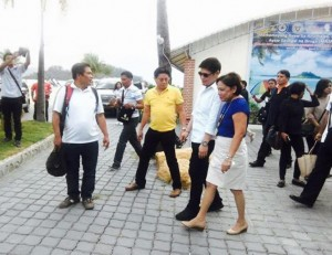 Welcome to Subic...Mayor Jay With Sen Cynthia Villar (3)