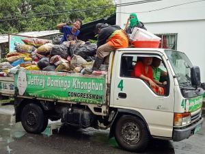 Pagpapahiram ng Elf Truck Upang Magamit sa Paghakot ng mga BASURA dito sa Aming Barangay